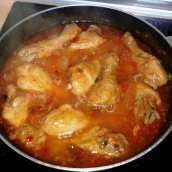 Jamoncitos de Pollo con Salsa Chilindrón