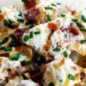Patatas Asadas con Crema de Yogur y Beicon