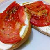 Tostas con Tomate y Queso Philadelphia