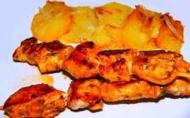 Brochetas de Pollo con Patatas Panaderas