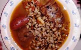 Carillas con Chorizo y Costilla