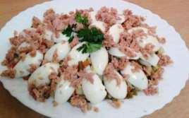 Cascada de Huevos con Menestra y Atún