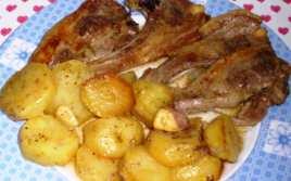 Chuletas de Cordero con Patatas al Horno