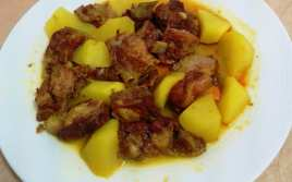 Costillas Adobadas con Patatas
