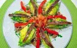 Ensalada De Cogollos Con Anchoas Y Pimiento Rojo