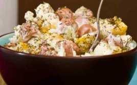 Ensalada De Col Y Salchichas Con Yogur