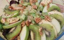 Ensalada De Frutas Con Nueces Y Zumo