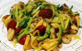 Espaguetis de Calabacín con Pollo y Gambas