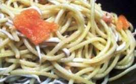 Espaguetis con Salmón y Gulas