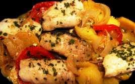 Merluza al Horno con Patatas y Cebolla