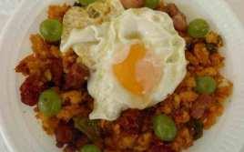 Migas Con Huevo Frito Y Uvas