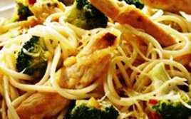 Pasta con Pollo y Brocoli