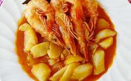 Patatas al Pimentón con Langostinos