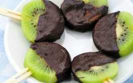 Piruletas de Kiwi con Chocolate