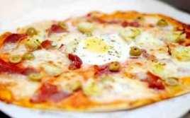 Pizza De Alcachofas Y Huevo