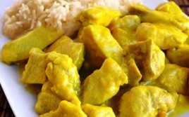 Pollo al Curry con Arroz Blanco