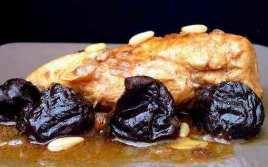 Pollo Con Ciruelas Y Piñones