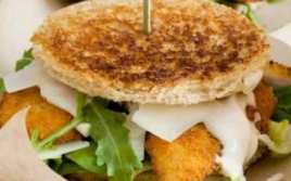 Sandwich Especial Con Salsa César