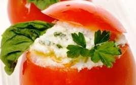 Tomates Rellenos de Queso y Piñones
