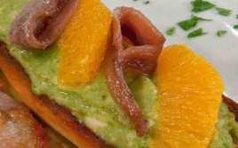 Tostada De Aguacate Con Anchoas Y Naranja