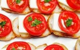 Tostas con Tomate y Queso Fresco