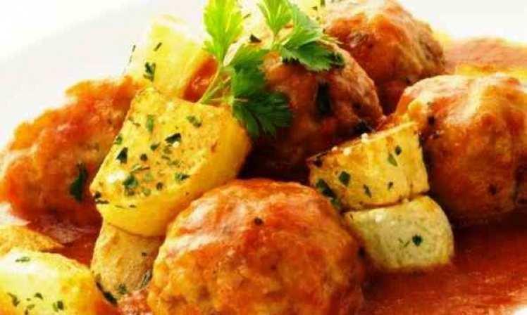 Albóndigas De Pavo Y Pollo En Salsa