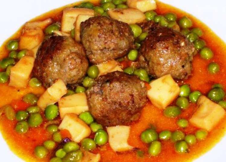 Albóndigas con Sepia en Salsa de Almendras