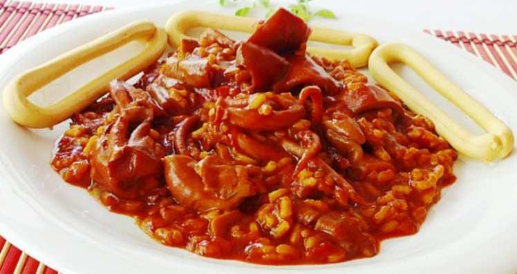 Arroz con Calamares y Tomate Frito