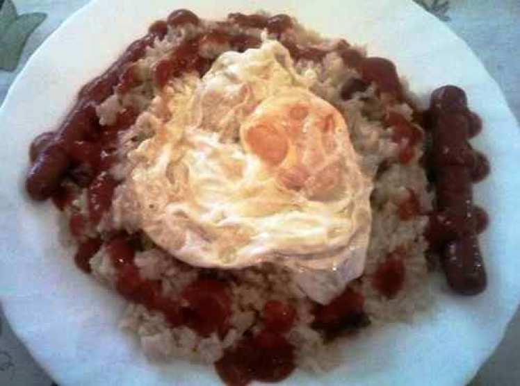 Arroz Con Tomate Huevo Y Salchichas