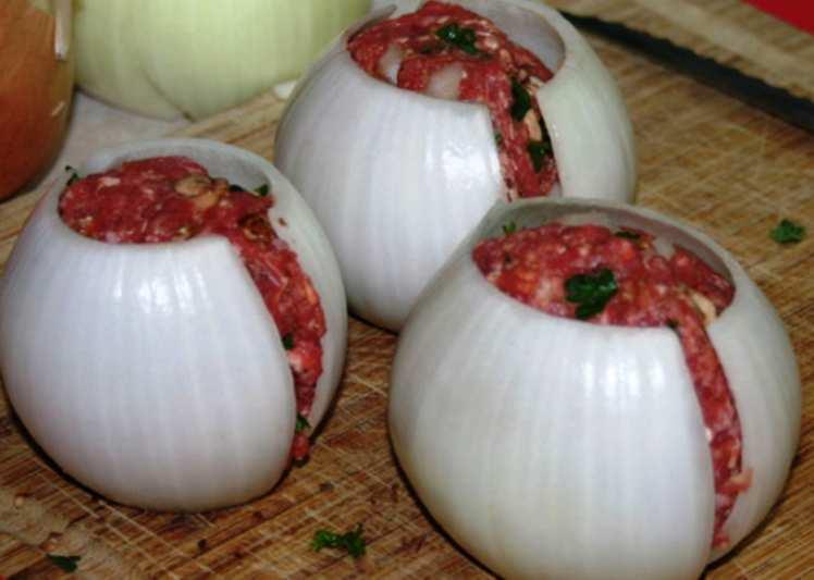 Bombas de Cebolla y Carne Picada