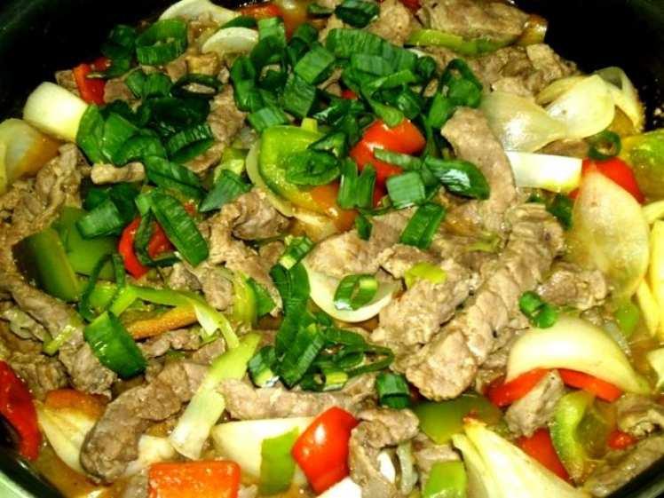 Carne Salteada con Pimientos y Cebolla