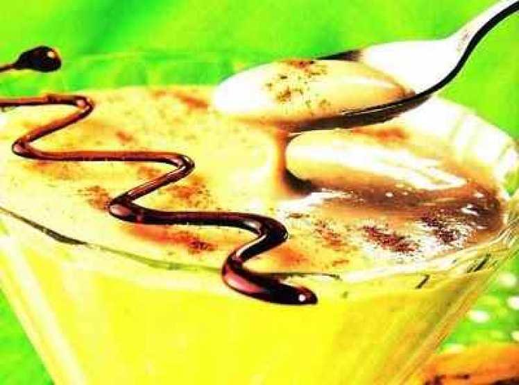 Crema De Plátanos Con Chocolate Líquido