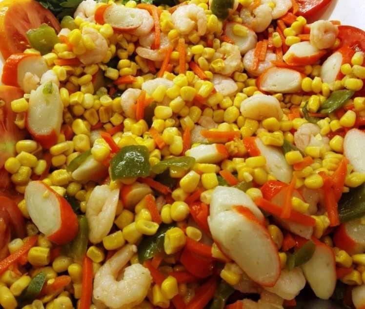 Ensalada de Maíz con Palitos de Mar y Gambas