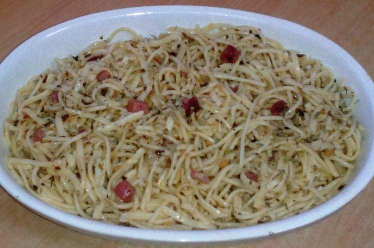 Espaguetis al Ajillo con Jamón