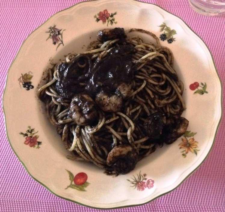 Espaguetis con Tinta de Calamar