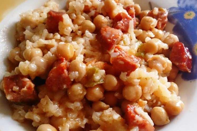 Garbanzos con Arroz y Chorizo