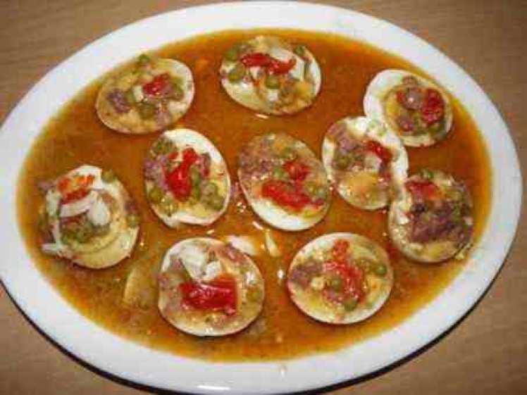 Huevos Cocidos En Salsa Con Jamón