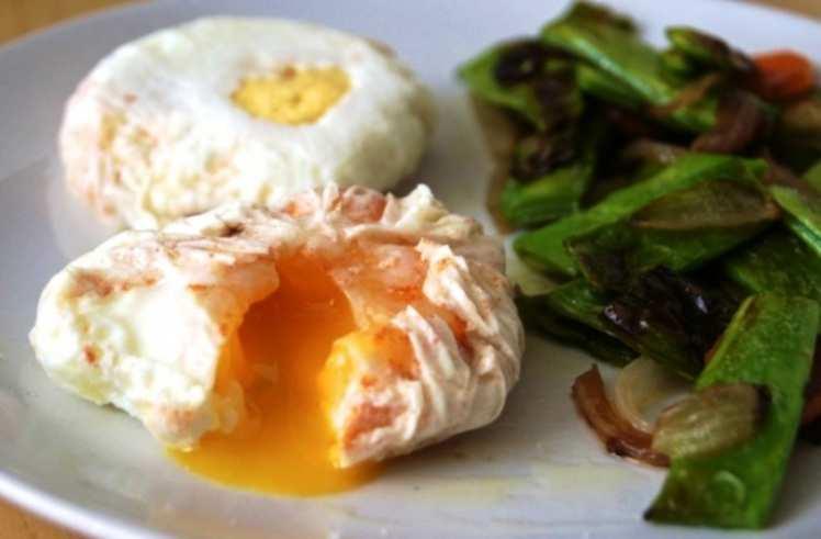 Huevos Poché con Judías Verdes