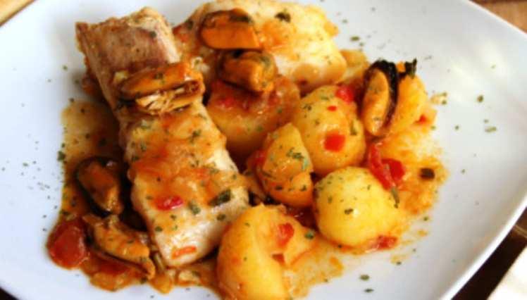 Merluza con Patatas y Mejillones