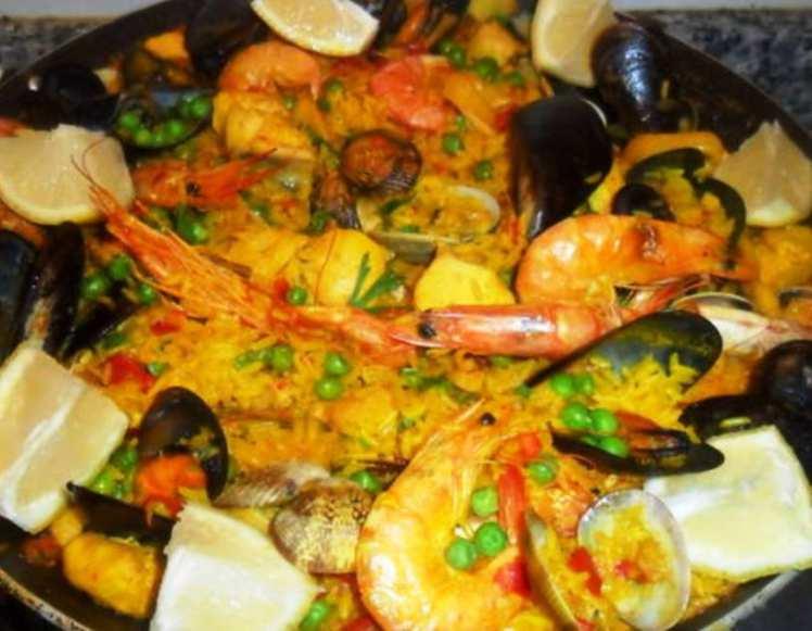 Paella de Pollo y Marisco