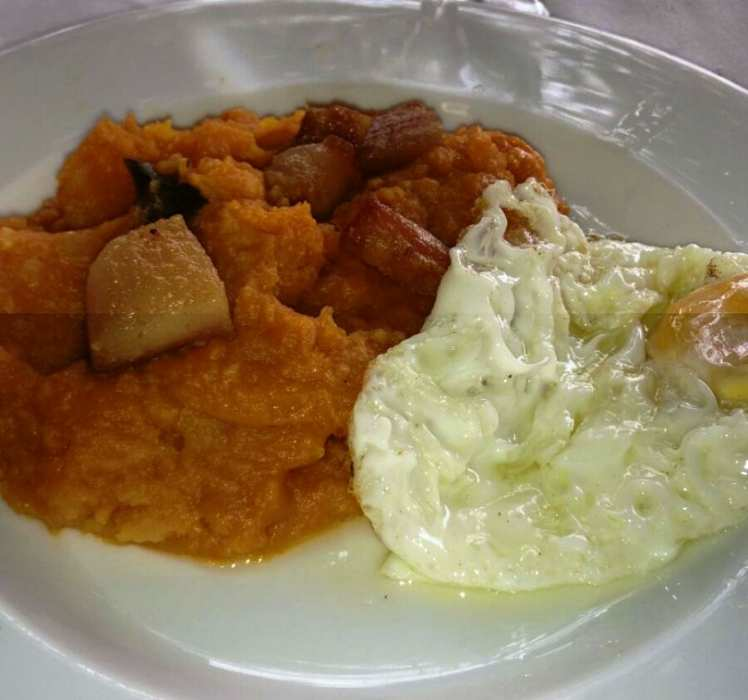 Patatas Revolconas con Huevo Frito
