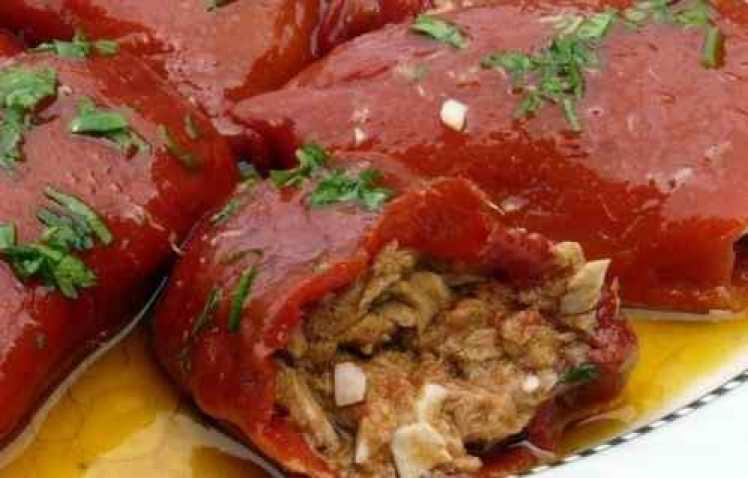 Piquillos Con Bonito Y Salsa Vinagreta