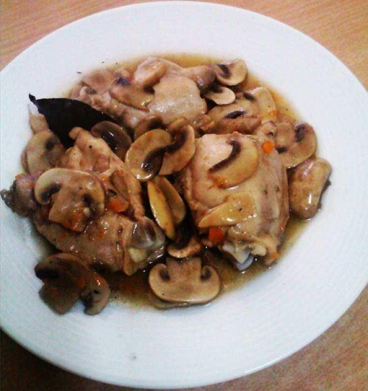 Receta Pollo En Salsa Con Champiñones Al Tomillo Mis Recetas