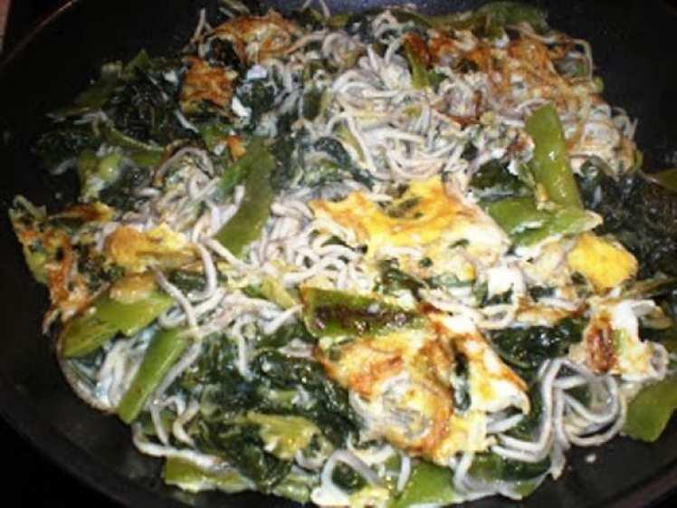 Revuelto de gulas con Huevo y Verduras