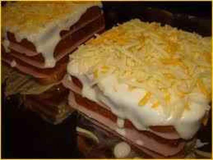 Sándwich Mixto Al Horno Con Bechamel Gratinado