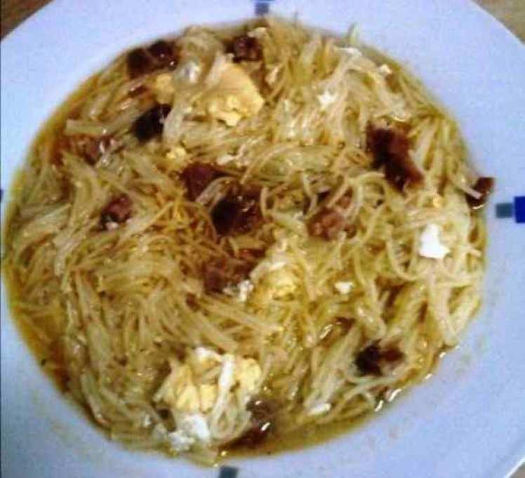 Sopa Casera De Fideos, Jamón Y Huevo