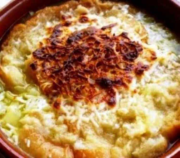 Sopa De Cebolla Con Huevo Y Queso Gratinado
