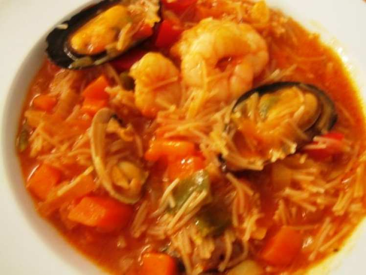 Sopa de Fideos con Almejas y Mejillones