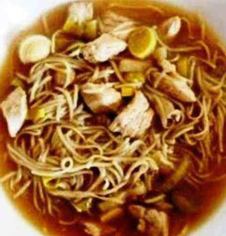Sopa De Fideos Con Pollo Y Salsa De Soja