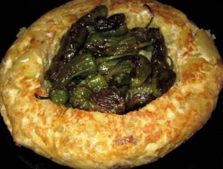 Tortilla De Patatas Con Pimientos Del Padrón